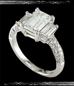 Ladies' Engagement ring in 18K White Gold